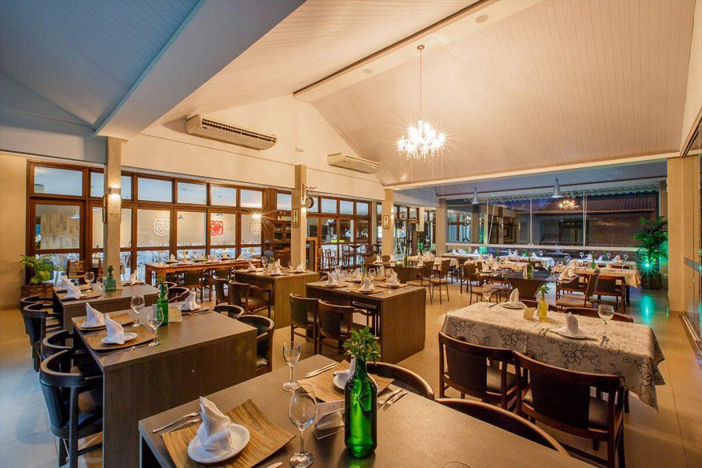 Ambiente sofisticado do restaurante do Olinda Hotel e Eventos